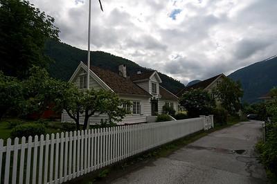 Hus med hage i Aurland. 22.06.2013