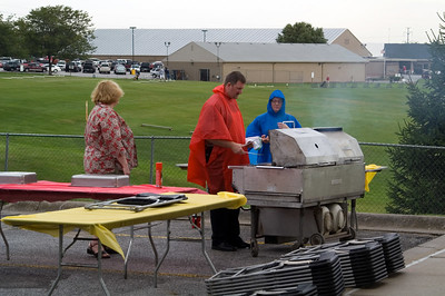 """""""We will cook and serve in any weather"""" said Mike, as the two Jennifers look on"""