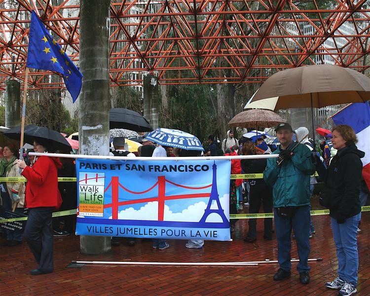 Paris et San Francisco Villes Jumelles Pour La Vie (Twin Cities for Liife)