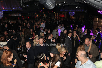 crowds at Lavo photo by Rob Rich/SocietyAllure.com © 2011 robwayne1@aol.com 516-676-3939
