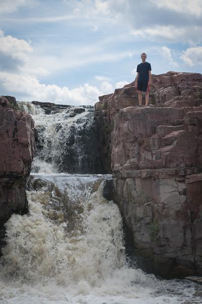 Oskar atop a fall