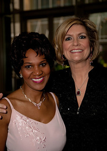 Gwen Tolbart can be seen giving weather forecasts on the 6pm 10pm and 11pm shows on Saturday and Sunday on WTTG Fox 5.. Sue Palka is responsible for the 6:00, 10:00 and 11:00 weather forecasts on WTTG Fox 5 and frequently contributes on-location reports for the 5:00 news.