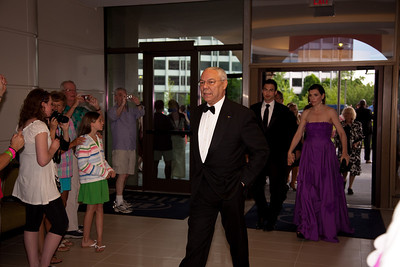 Colin Powell - Julianna Margulies in rear
