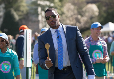 Michael Strahan participated in the egg roll