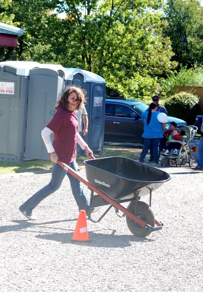 Wheelbarrow Race Whitesboro Peanut Festival, 2009