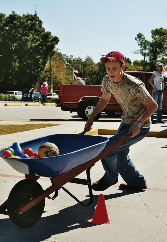 Wheelbarrow Race Whitesboro Peanut Festival, 2004