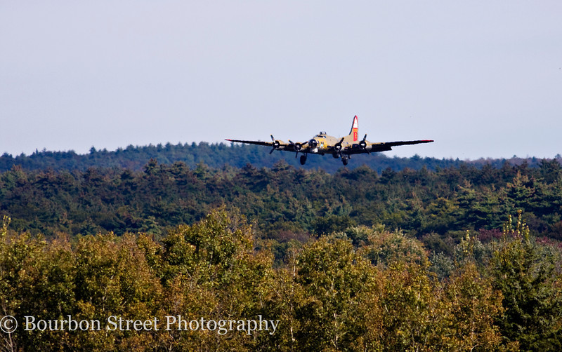 "Boeing B-17G Flying Fortress ""Nine O Nine"" on approach at Norwood Airport"