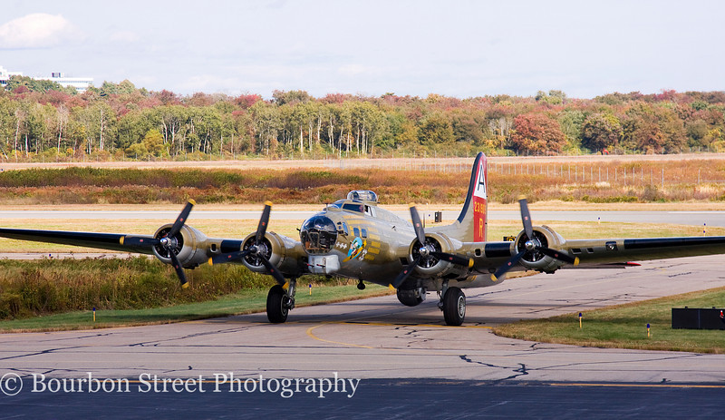B-17G taxiing in for the show.
