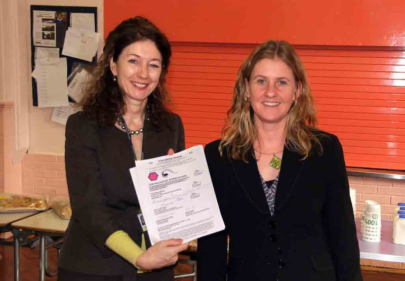 Cllr Lorna Reith presents the school headteacher with a certificate