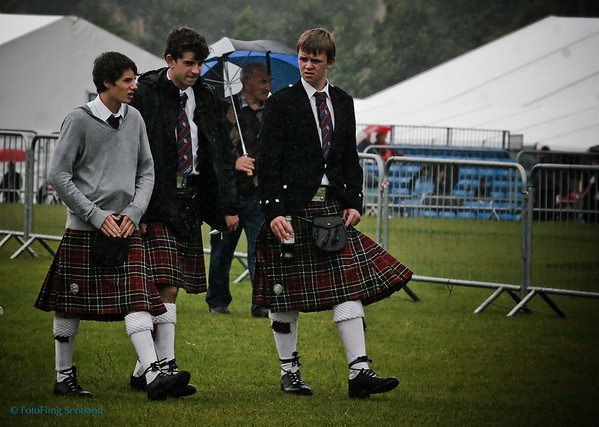 Young kilties in the rain