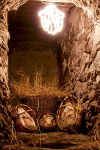 Presepi a Vione (Vione Nativity Scene): in a cranny of a stable.