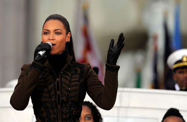 Beyonce performs at the Obama Inauguration Celebration on the steps of the Lincoln Memorial, Sunday, January 18, 2009. (Brian Baer/Sacramento Bee/MCT)