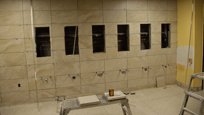 Wall by washing stations with tiles