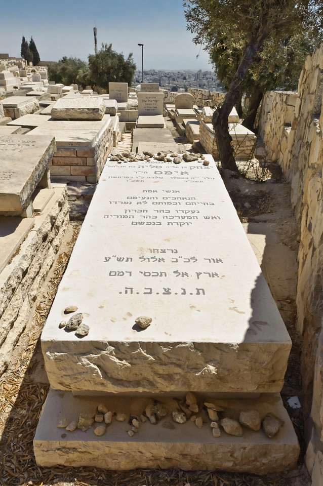 Yitzchak and Talya Imas tomb