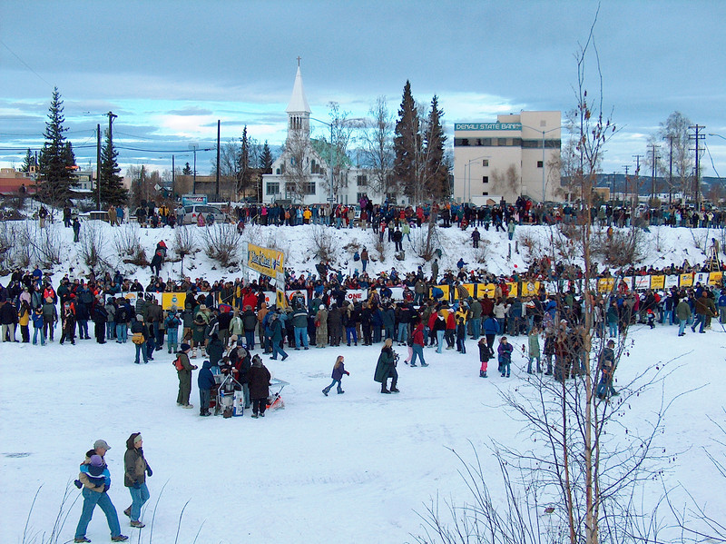 Credit: FCVB<br /> <br /> Spectators gather on the Chena River in downtown Fairbanks during the start of the 2006 Yukon Quest International Sled Dog Race.