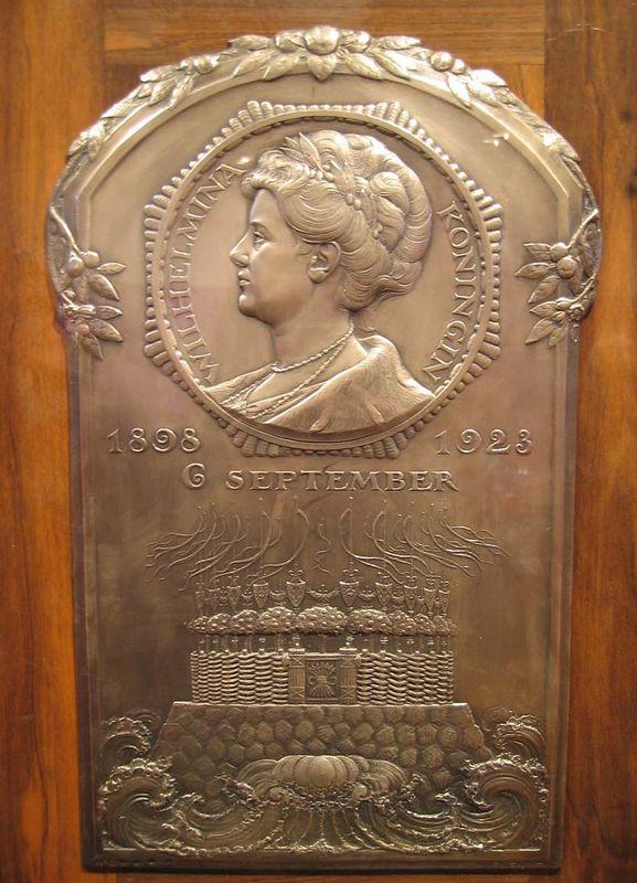Plaquette tgv zilveren regeringsjubileum Koningin Wilhelmina