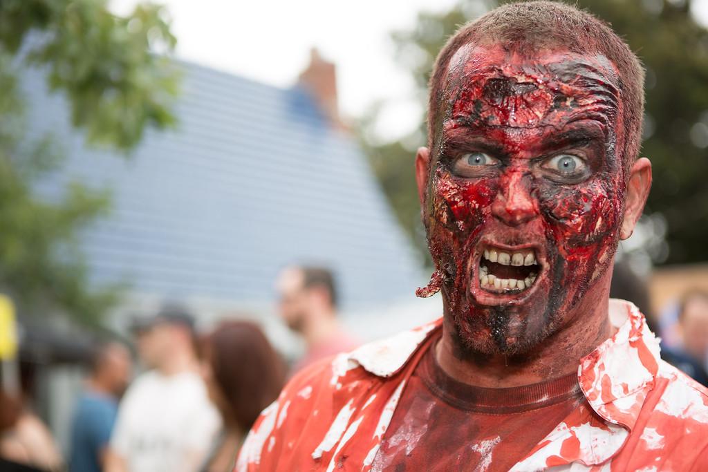 ZombiePubCrawl_TobiasRoybal_07272013-34