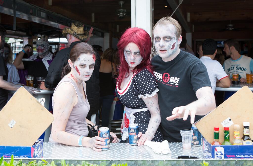 ZombiePubCrawl_TobiasRoybal_07272013-114