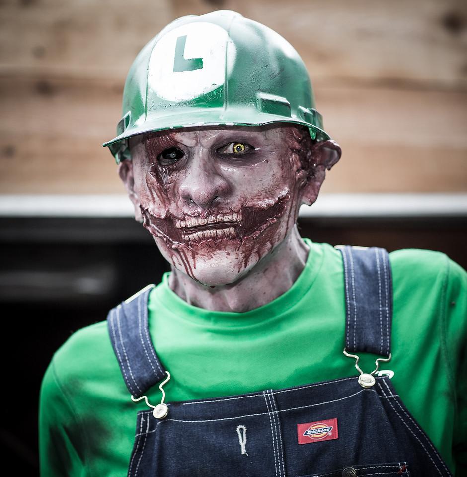 ZombiePubCrawl_TobiasRoybal_07272013-221