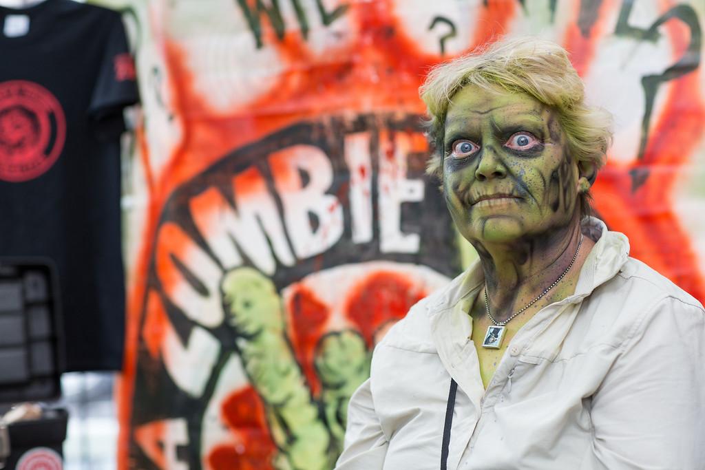 ZombiePubCrawl_TobiasRoybal_07272013-189