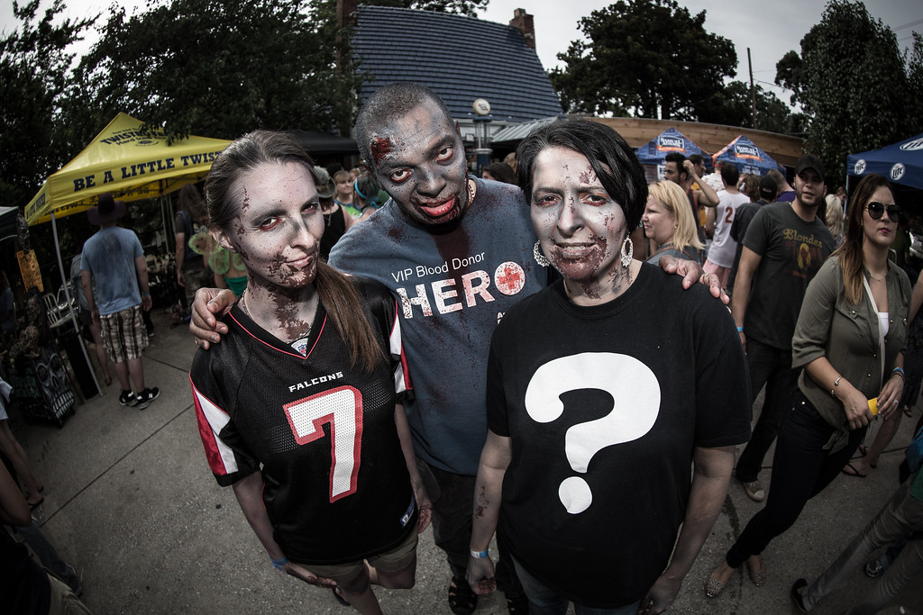 ZombiePubCrawl_TobiasRoybal_07272013-230