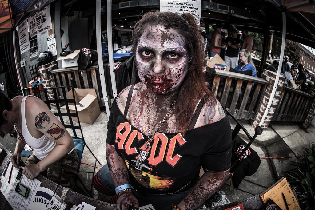 ZombiePubCrawl_TobiasRoybal_07272013-132