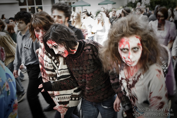 EOS-1D Mark II N 7888_Zombie Walk