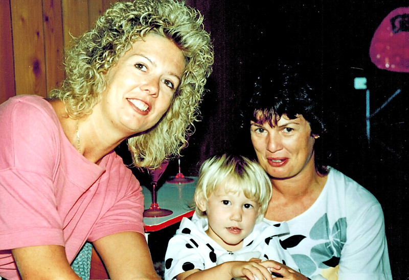 1991-03-30_Louise_Lyndall_Viv