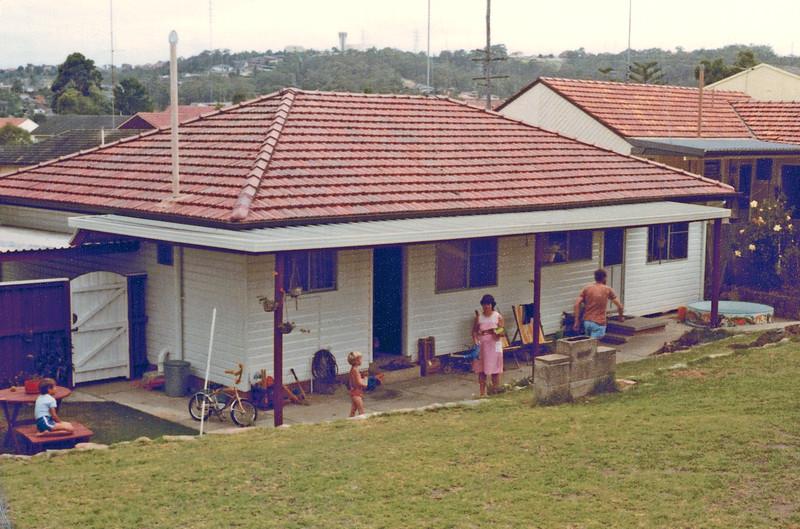 1985-04_Boons backyard
