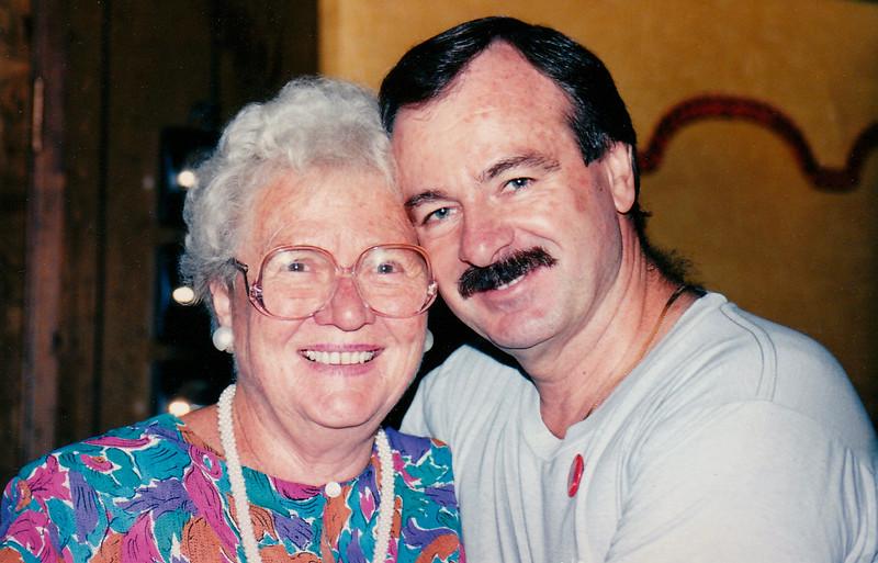 1989-11-11 Joan_John Pitcher_50th
