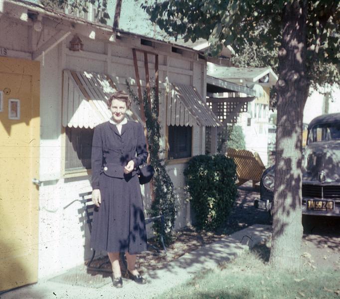 1952-10 Joan honeymoon cottage