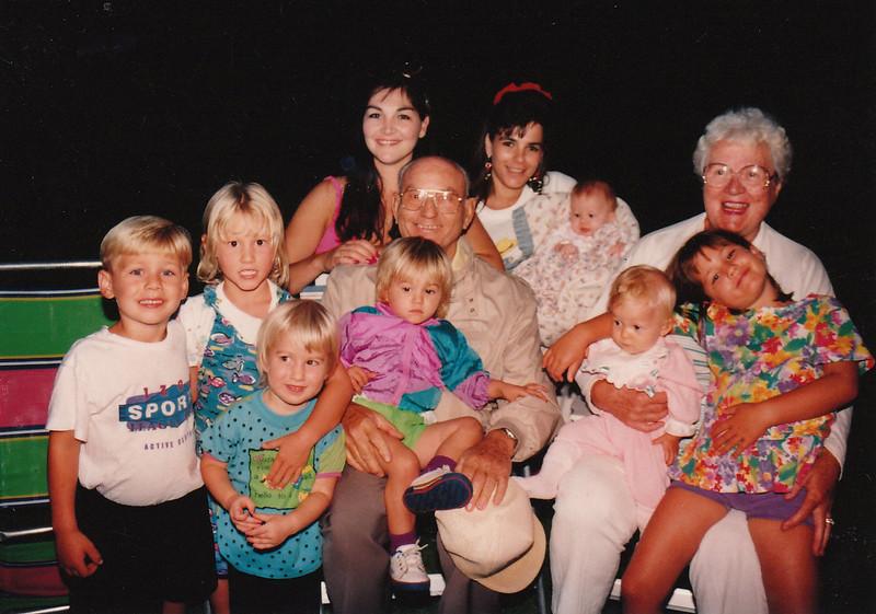 1993-09-05 Grandma&kids