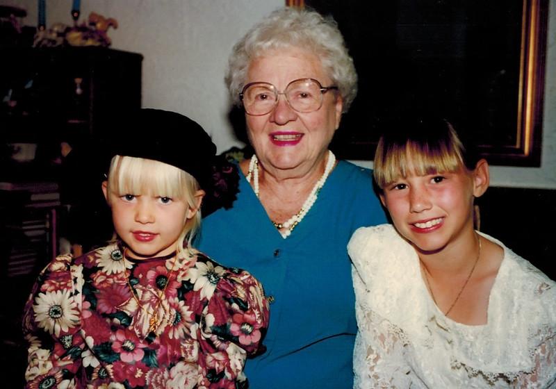 1997-05-10_Marian_Joan_Lyndall.JPG