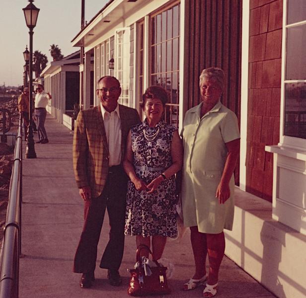 1973-10 Don, Miriam, Joan