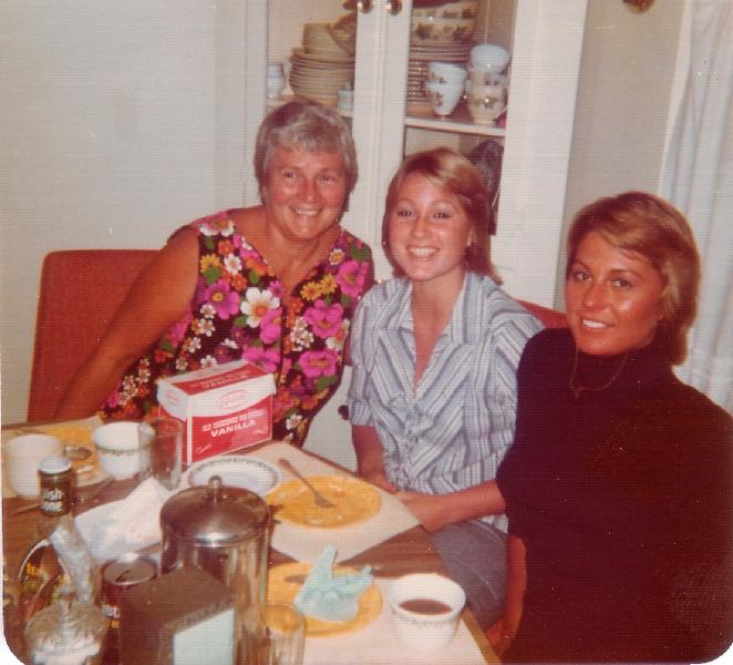 1975 Joan_Diane_Donna