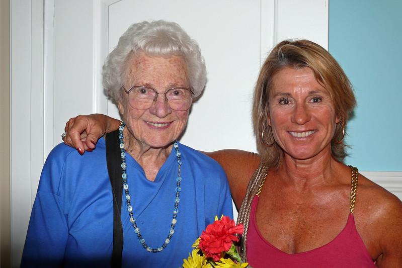 2009-10-3 Joan&Donna 660