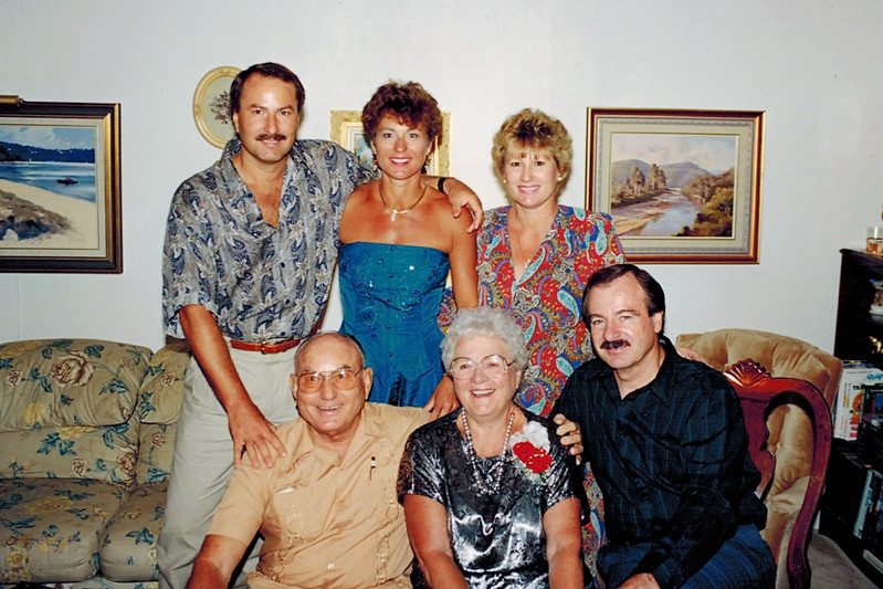 1992-10-11_Wichner-Pitcher Family.JPG<br /> <br /> Don & Joan Wichner's 40th Anniversary party