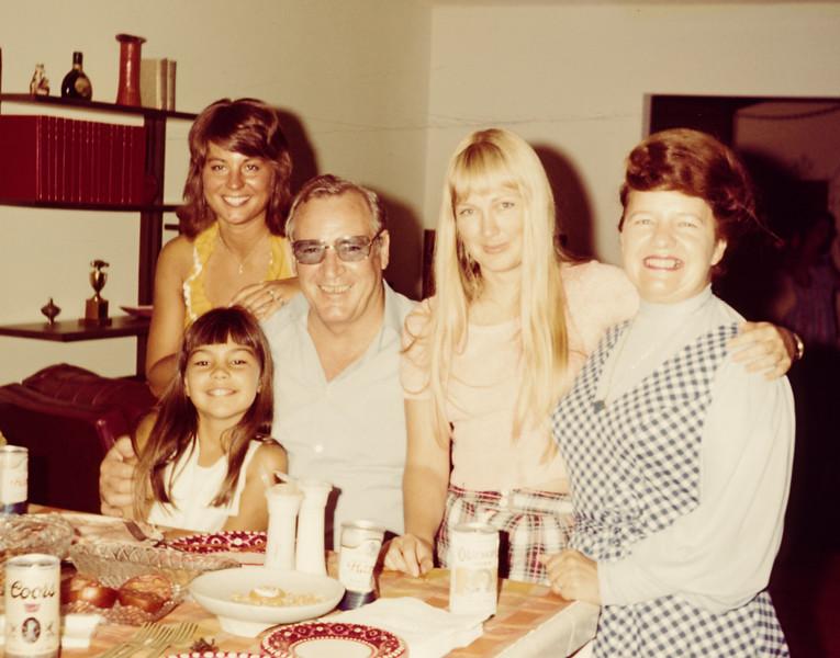 1973-08 Donna, Pam, Keith, Miriam, Sandi