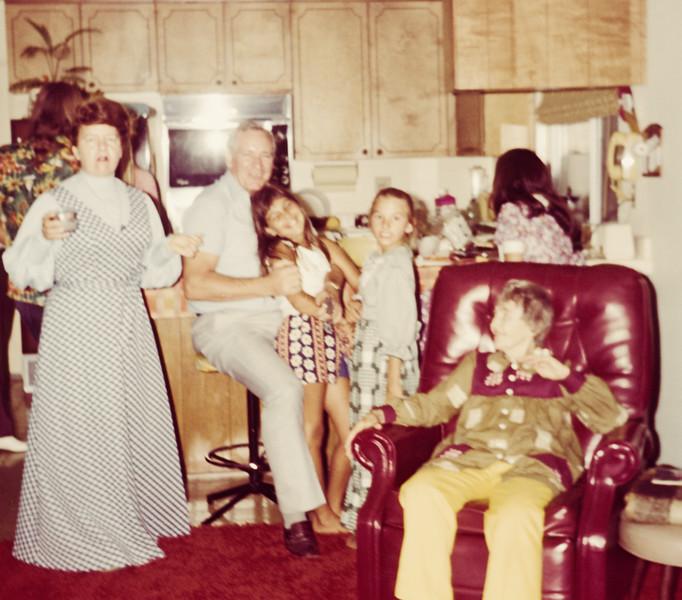 1973-08 Miriam,Keith, Lydia, Rose, Pam