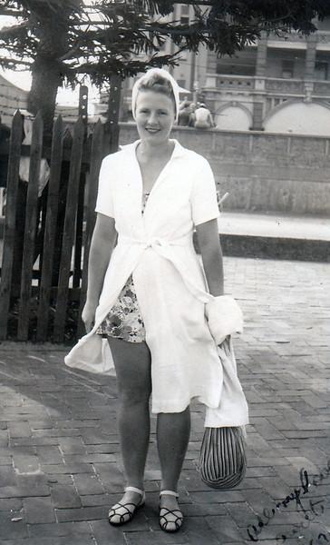1945 Joan Bondi