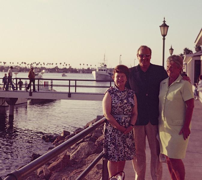 1973-10 Davidson Miriam, Keith, Joan