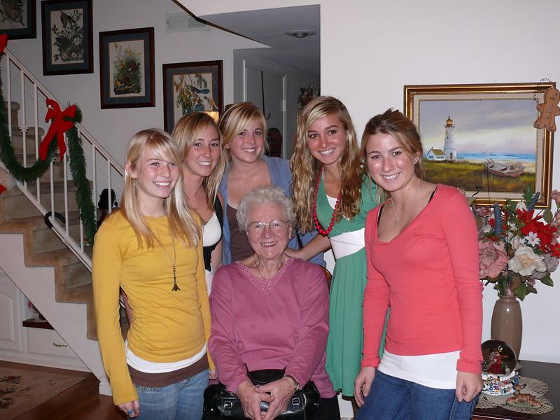 2006-12-24 Grandma_grandkids_greats_64