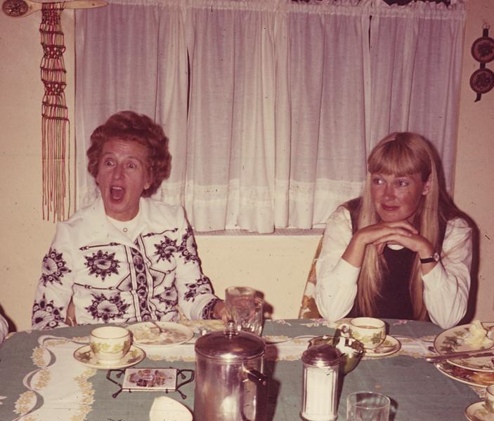 1972-08 Davdison Sandi & Nancy