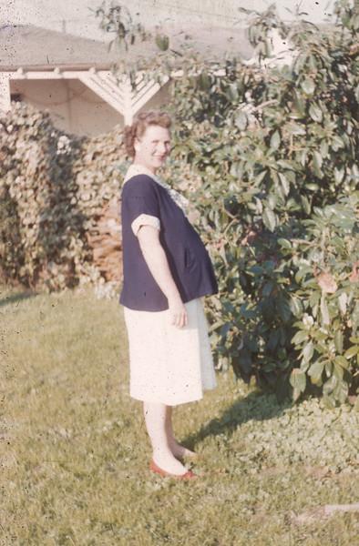 1955-10 Joan pregnant Diane