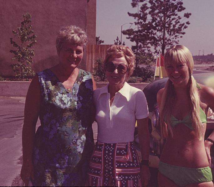1972-08 Davidson Sandi, Nancy, Joan