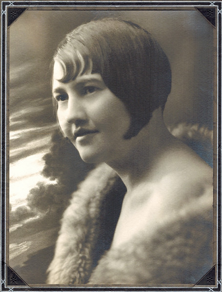 1916 ?_Lydia Wichner.JPG<br /> My great-aunt Lydia, maybe around 18 yrs