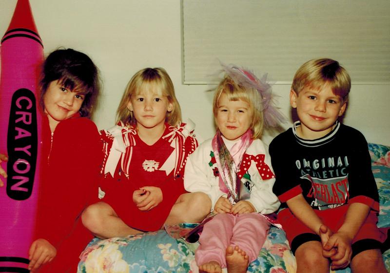 1993-12-25_Lindsey_Lyndall_Kelsey_Jeff.JPG