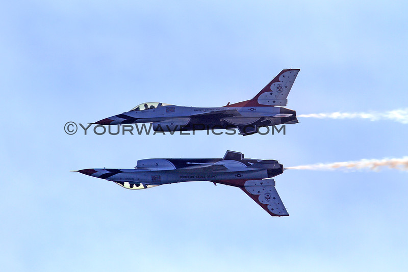 2016-10-22_Breitling Airshow_Thunderbirds_Reflection_116.JPG<br /> One F-16 Aircraft flies upside down underneath the other jet in a maneuver called 'Reflection'