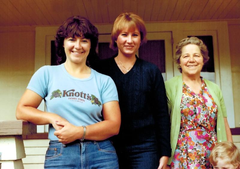 1981-12_Kathy Booth_Diane Wichner_Kathy's Mum.JPG