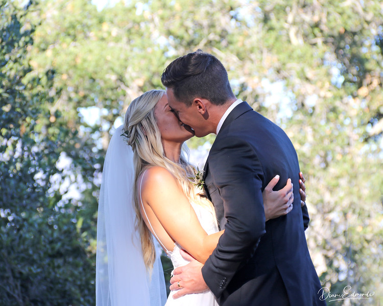 2019-08-24_77_Katherine & Charlie_Kiss the Bride.JPG